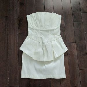 Romeo+Juliet Couture White Strapless Peplum Dress